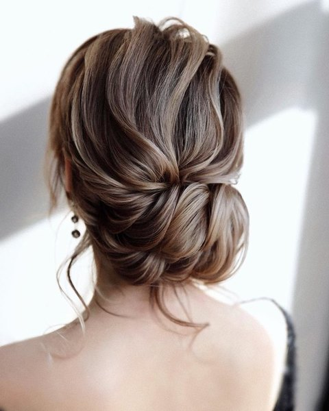 Wedding hairstyle without hairpins