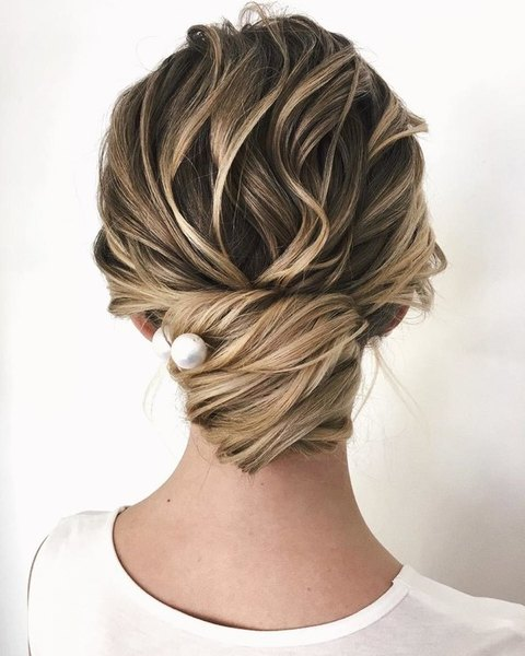 wedding hairstyle one pin