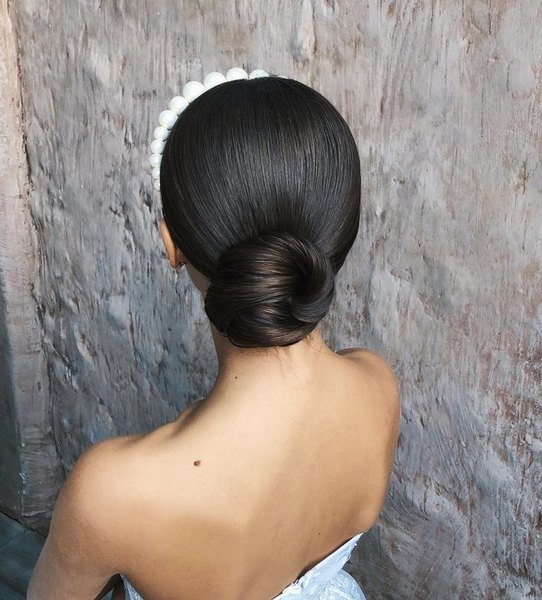 Wedding hairstyle with a hairband
