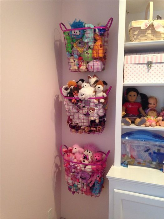 how to organize toys in a small room