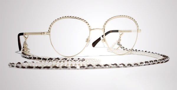 chains on the glasses