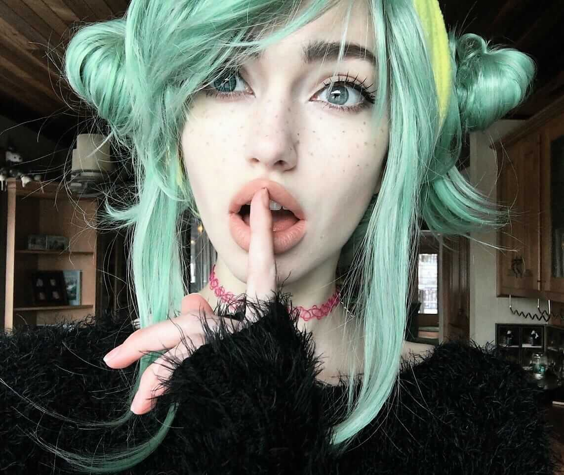 blonde hair turned green after coloring